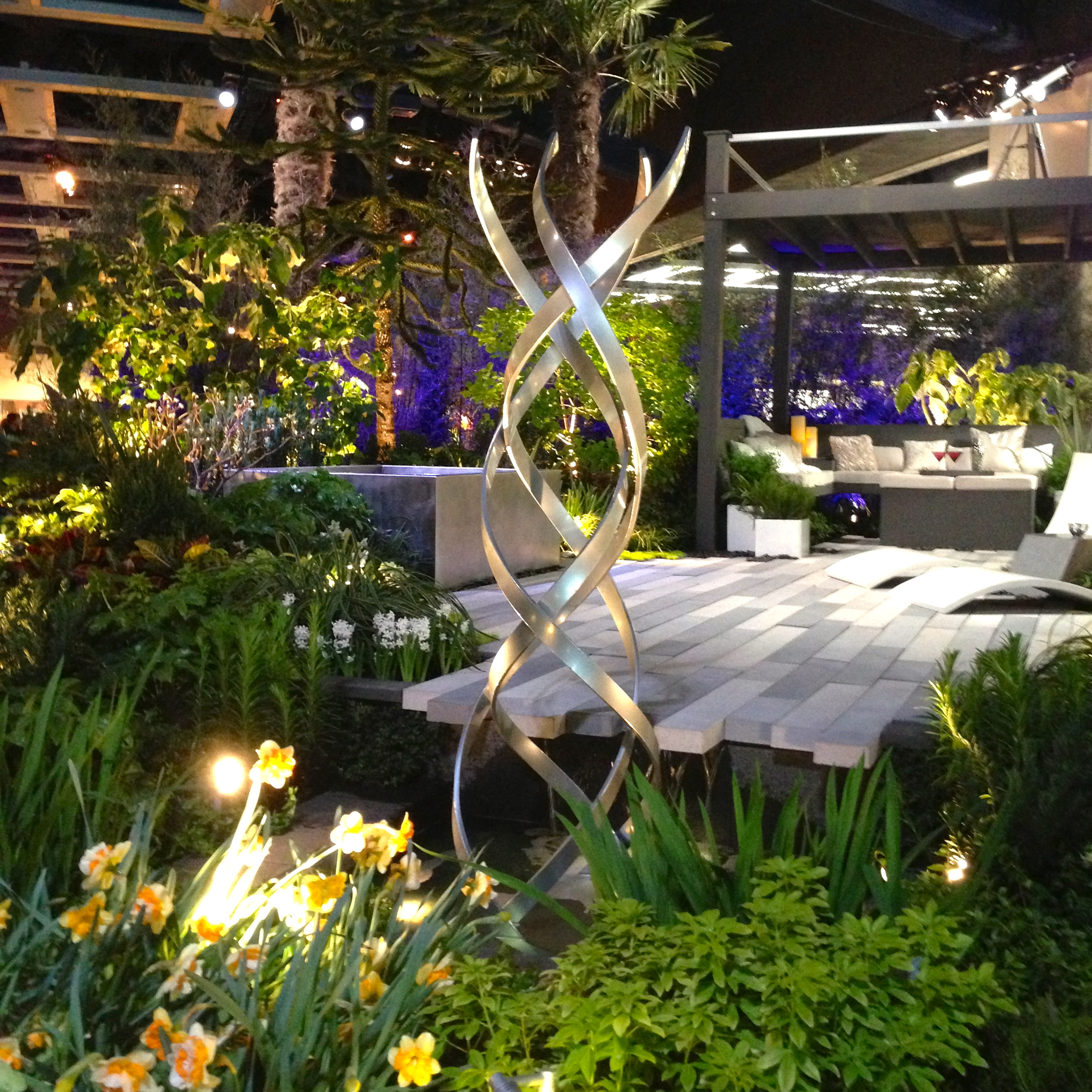 Northwest flower and garden show terra sculpture for Outdoor garden designs