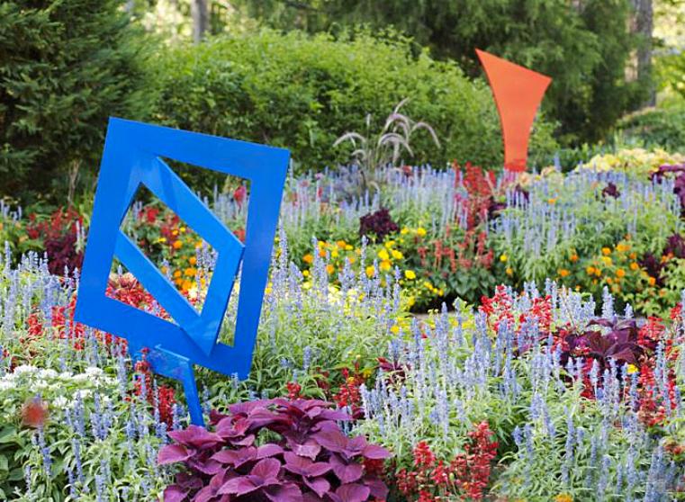 Modern Sculpture Garden Design - Color