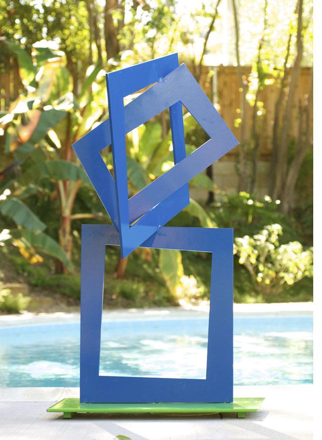 closer sculpture